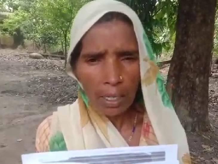 महिला का आरोप-दबंग बौद्ध धर्म अपनाने का डाल रहे हैं दबाव, जमीन भी कब्जा कर ली; पुलिस भी सुनवाई नहीं करती|गोंडा,Gonda - Dainik Bhaskar
