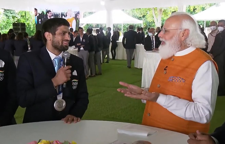 रवि से PM ने पूछा, कजाकिस्तान के पहलवान ने आपका हाथ काट लिया, क्या एक्शन होगा?