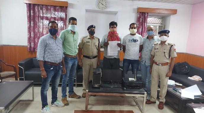 11 आईडी से ई टिकट बना रहा था ई मित्र संचालक, RPF की टीम ने पकड़ा, 3 लाख 40 हजार कीमत के 800 टिकट जब्त कोटा,Kota - Dainik Bhaskar