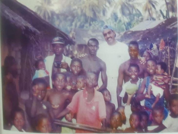 अफ्रीकी लोगों के साथ मेजर जनरल राजपाल पूनिया।