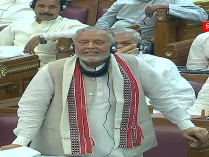 सदन में वित्त मंत्री सुरेश खन्ना ने बुधवार को अनुपूरक बजट पेश किया था।