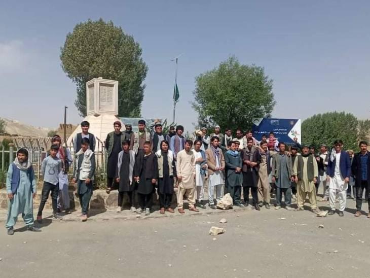 तालिबान ने बामियान से हजारा नेता अब्दुल अली मजारी की मूर्ति तोड़ दी। इसको लेकर हजारा समुदाय के लोगों ने विरोध भी किया।