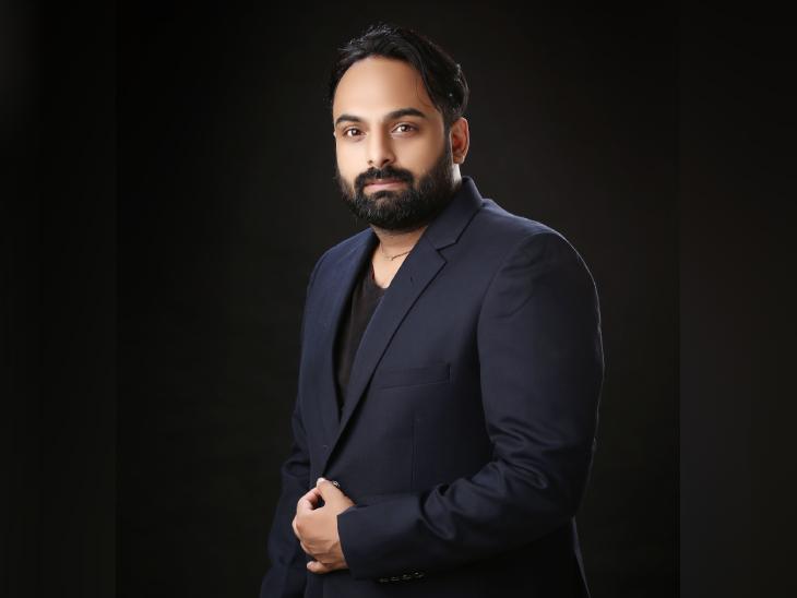 अभिनव दुबे मध्य प्रदेश के जबलपुर से ताल्लुक रखते हैं। उन्होंने इंजीनियरिंग और MBA की पढ़ाई की है।