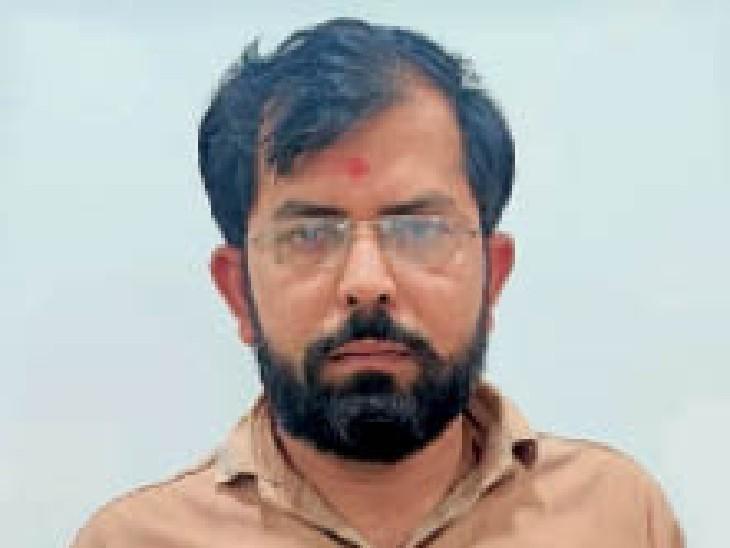 आरोपी क्लर्क पीयूष बी वरमोरा। - Dainik Bhaskar