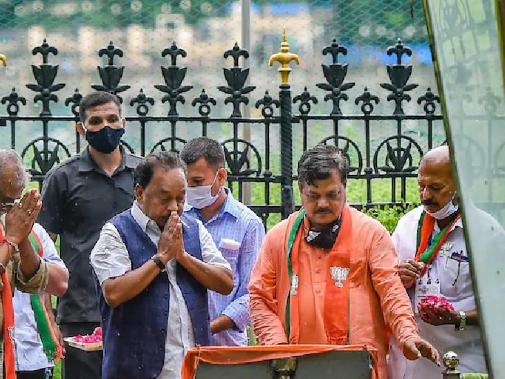 गुरुवार को राणे ने यहां आकर बाला साहब की प्रतिमा को नमन किया था।
