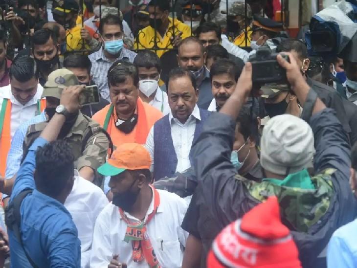 राणे की यात्रा के दौरान इस तरह की भीड़ देखने को मिली थी, जिसके बाद पुलिस ने केस दर्ज किया है।