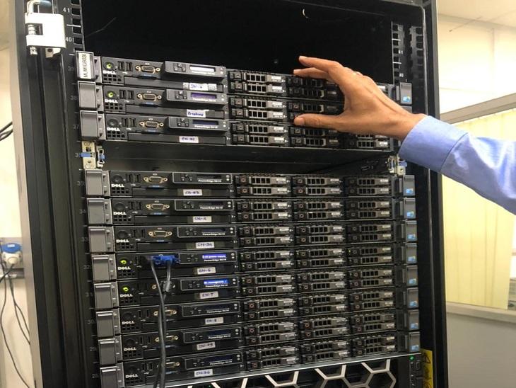 BHU के विज्ञान संस्थान के जियो फिजिक्स विभाग में सेस्मिक इमेजिंग सेंटर में हाई कंप्यूटिंग मशीन।