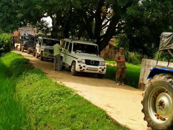 बालू माफियाओं को पकड़ने गई थी पुलिस।