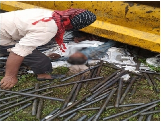 8 people died on the spot due to being crushed under the truck.  5 seriously injured people died in the hospital.