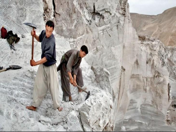 अमेरिका ने सीज किए अफगानिस्तान के फंड, अब आर्थिक मदद के लिए चीन की तरफ देख रहे तालिबानी|विदेश,International - Dainik Bhaskar
