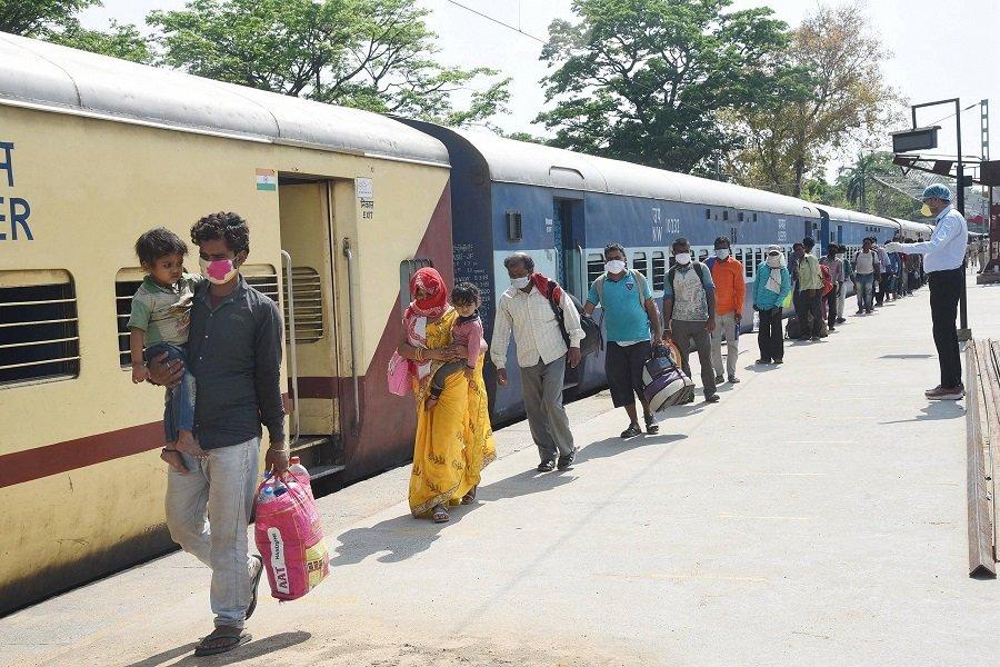 पटरी पर दौड़ने लगी लखनऊ-मेरठ सिटी स्पेशल ट्रेन, इसमे रोजाना सफर कर सकते हैं यात्री लखनऊ,Lucknow - Dainik Bhaskar