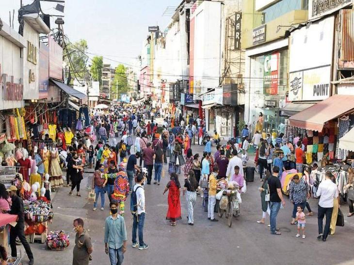 दिल्ली में कोरोना नियमों की वजह से अब तक रात 8 बजे बाजार बंद करने का नियम था।