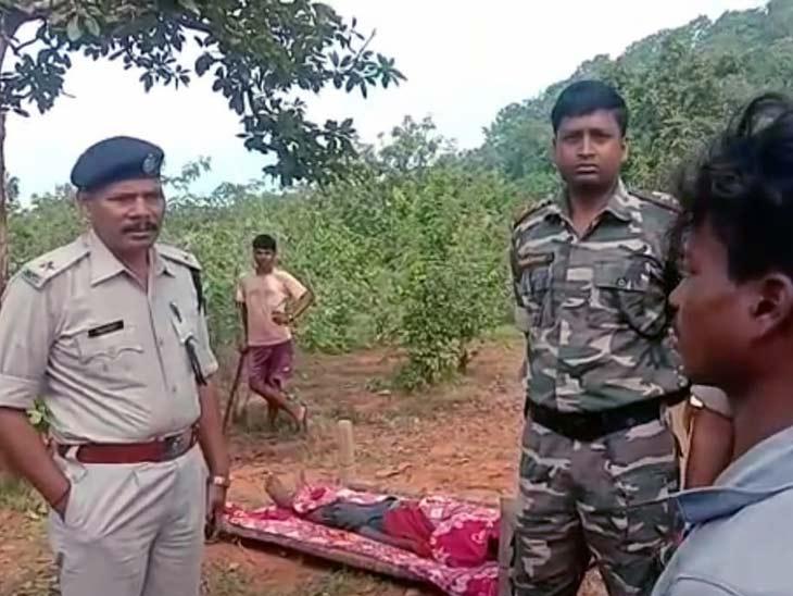घटना के संबंध में जानकारी लेती पुलिस। - Dainik Bhaskar