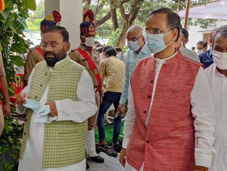 डिप्टी सीएम डॉ. दिनेश शर्मा और प्रदेश के मंत्री स्वामी प्रसाद मौर्य ने भी श्रद्धांजलि दी।