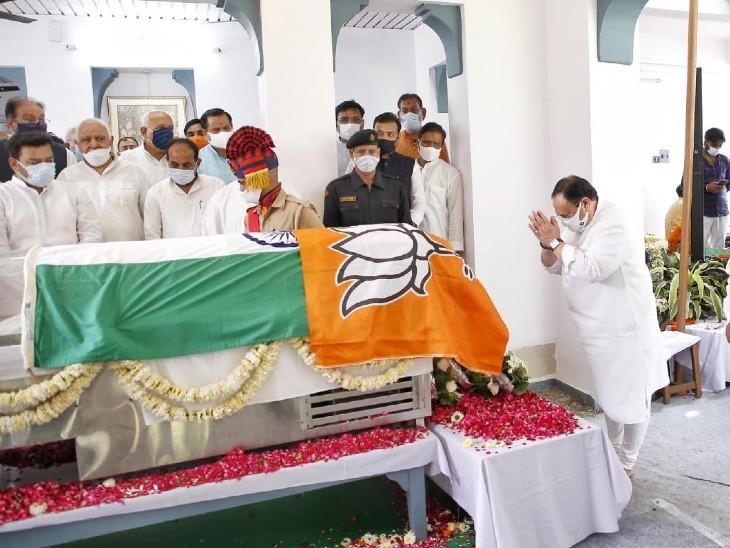 BJP के राष्ट्रीय अध्यक्ष ने पूर्व सीएम को श्रद्धांजलि दी।