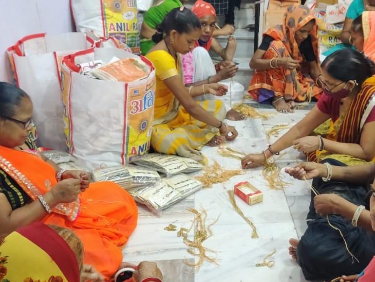 अलवर में 10 हजार से अधिक परिवारों की महिला राखी बना रही, जिनमें से काफी ऐसी जिनके बेटे-बेटी दूर, खुद कहती है राखी नहीं मिलती तो वृद्धाश्रम जाना पड़ता अलवर,Alwar - Dainik Bhaskar