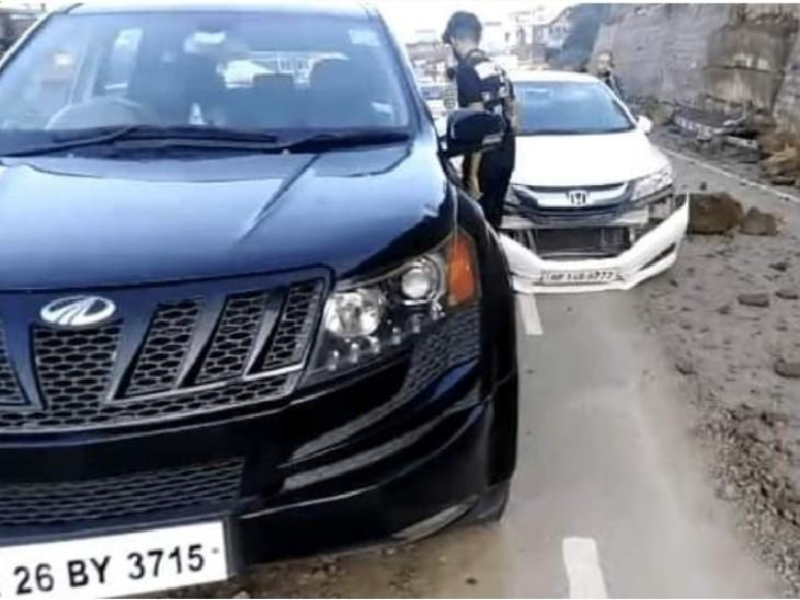 चंडीगढ़-शिमला नेशनल हाईवे पर धर्मपुर के पास क्षतिग्रस्त गाड़ियां।