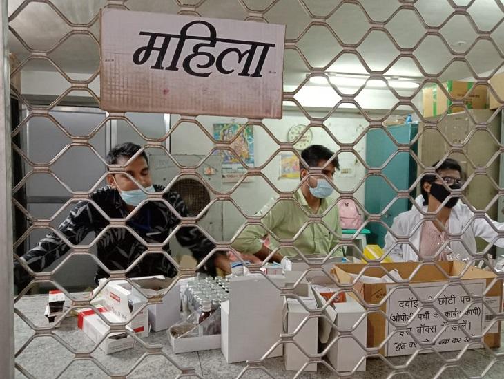 दवाई काउंटर पर अप्रशिक्षित कर्मचारी दे रहे दवाई।