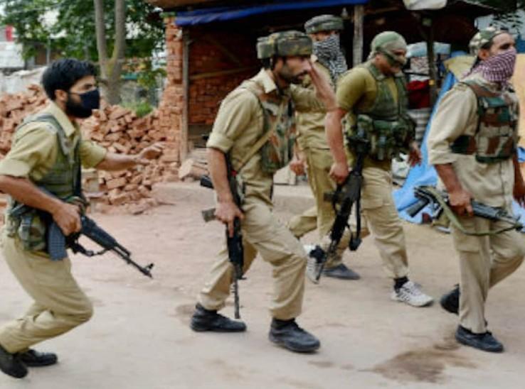 पूरे ऑपरेशन को जम्मू-कश्मीर पुलिस ने अंजाम दिया।
