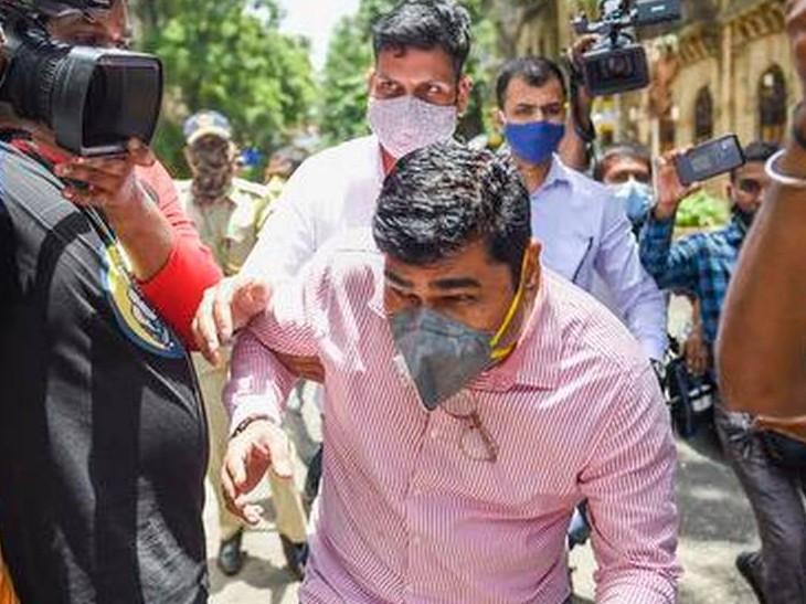 ED ने संजीव पलांडे एवं कुंदन शिंदे को 26 जून को 12 घंटे की कड़ी पूछताछ के बाद अरेस्ट किया था।