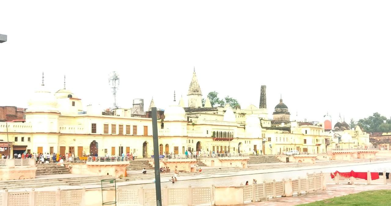 अयोध्या से लेकर अलीगढ़ तक श्रद्धांजलि देने पहुंचे पार्टी नेता, 26 को रामकथा पार्क में संत व संगठनों के नेता उन्हें अर्पित करेंगे भावसुमन अयोध्या (फैजाबाद),Ayodhya (Faizabad) - Dainik Bhaskar