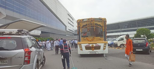 गुरु ग्रंथ साहिब की प्रतियों को एयरपोर्ट से गुरुद्वारे ले जाने के लिए खास पालकी साहिब भी तैयार की गई।