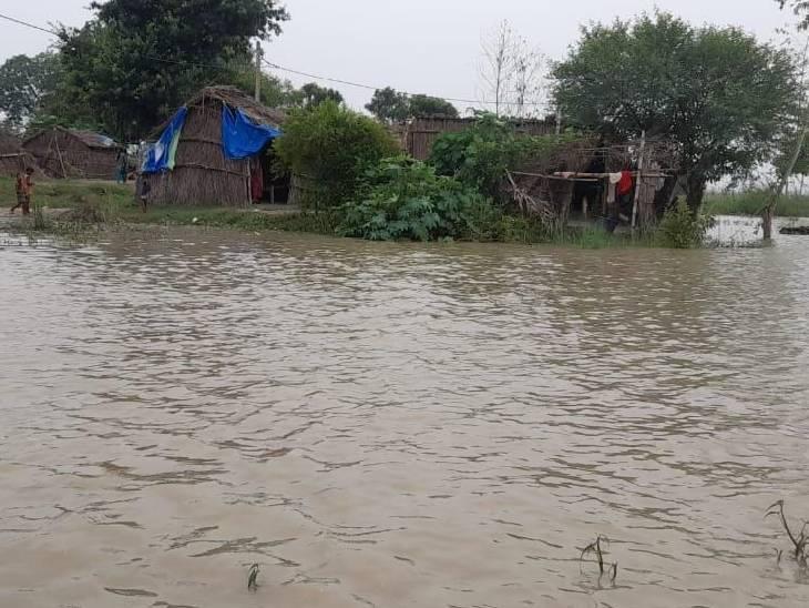 लगातार बारिश के बाद धनघटा तहसील क्षेत्र में बह रही घाघरा नदी उफान पर है। 2 दिनों से लगातार जलस्तर बढ़ने से लोगों में बेचैनी छाने लगी है।