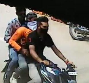 चोरी करने वालों ने चोरी की घटना को अंजाम दिया