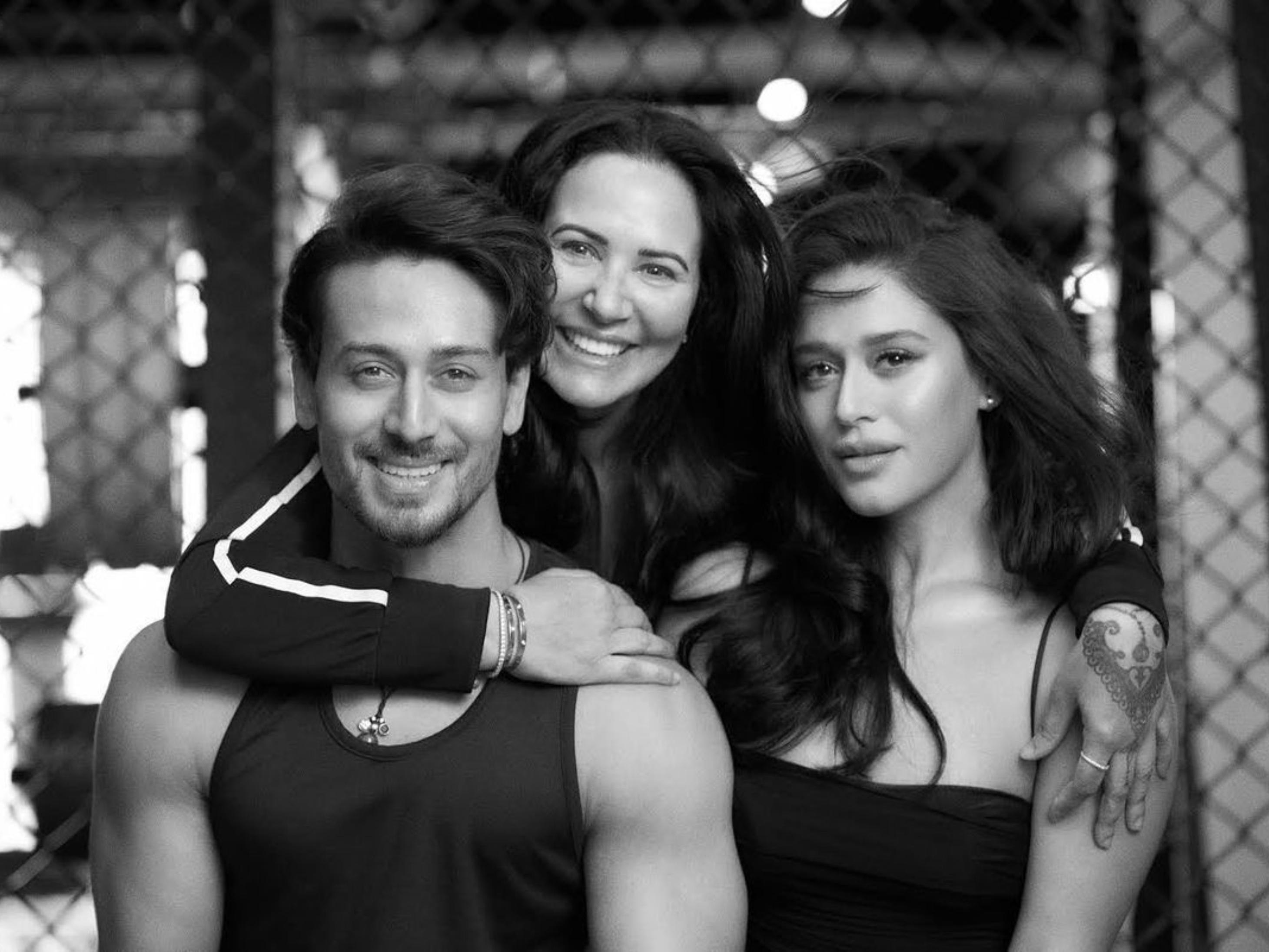 टाइगर श्रॉफ ने ख़रीदा 8 BHK फ्लैट, पंडित के कहने पर बहन कृष्णा ने सबसे पहले किया गृह प्रवेश बॉलीवुड,Bollywood - Dainik Bhaskar