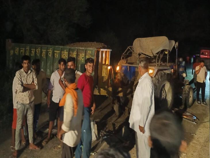 आसपास के लोगों ने घटनास्थल पर पहुंच घायलों को बस से बाहर निकाला।