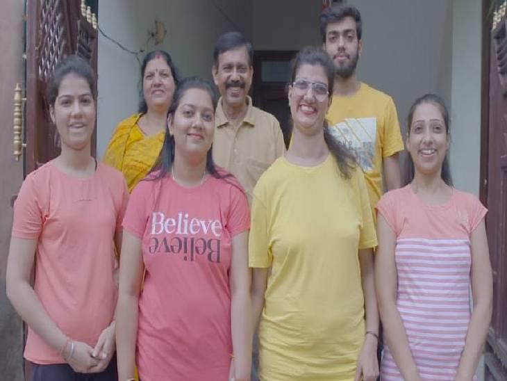 अपने परिवार के साथ हिमानी बुंदेला।