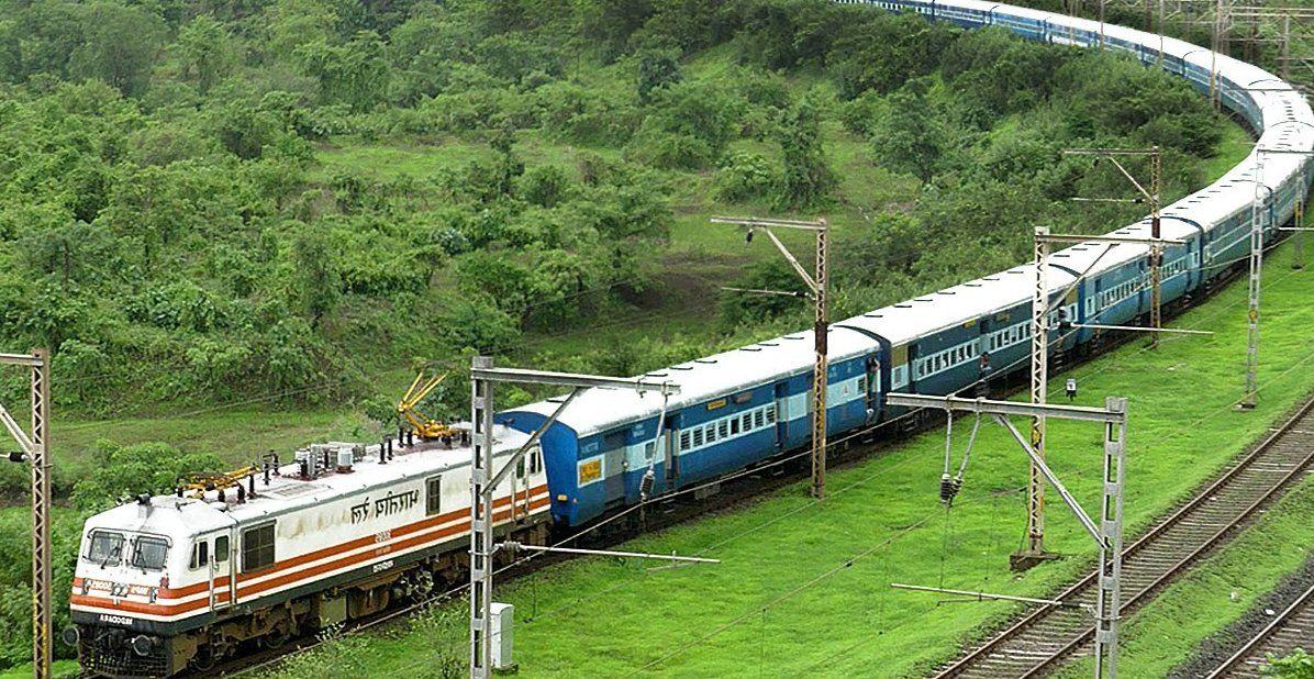 झांसी कानपुर रेलमार्ग लूटकांड के बाद मुरादाबाद मंडल में भी अलर्ट, एसपी जीआरपी ने दिए सतर्कता के आदेश|बरेली,Bareilly - Dainik Bhaskar