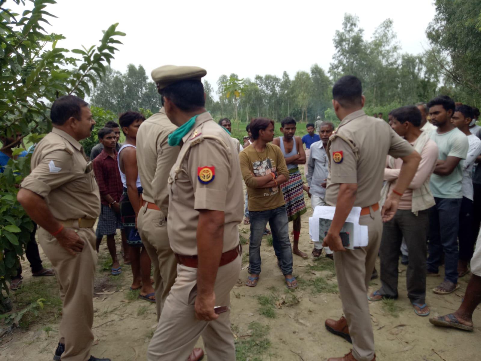 बेटों से अनबन के कारण पत्नी को लेकर अलग रहते थे, बेटियां बोलीं- छोटे भाई की प्रेमिका ने जमीन हड़पने के लिए कराई पिता की हत्या लखनऊ,Lucknow - Dainik Bhaskar