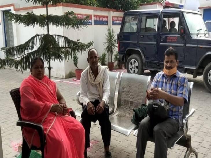 सिपाही की पत्नी की आंख में धुंआ झोंककर मोबाइल लेकर हो रहे थे फरार, शोर मचाने पर ट्रैफिक पुलिस ने पकड़ा पीलीभीत,Pilibheet - Dainik Bhaskar