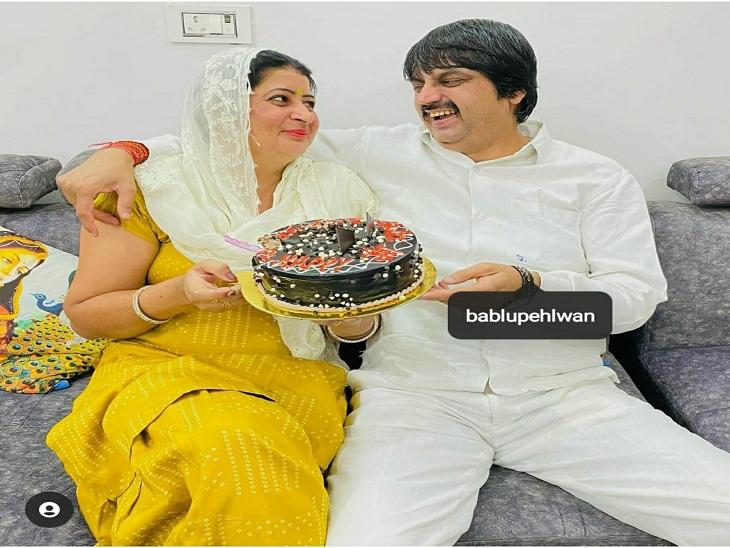 मृतक पहलवान और उसकी पत्नी का फाइल फोटो। - Dainik Bhaskar