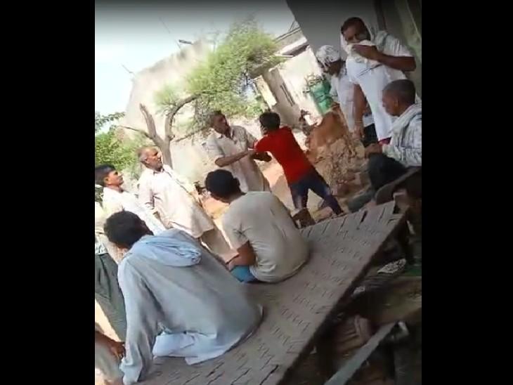 सामाजिक कार्यकर्ता दिनेश खापड़ ने बाल संरक्षण आयोग, अनुसूचित आयोग व एसपी को दी शिकायत; कार्रवाई न होने पर प्रदर्शन की चेतावनी|रोहतक,Rohtak - Dainik Bhaskar