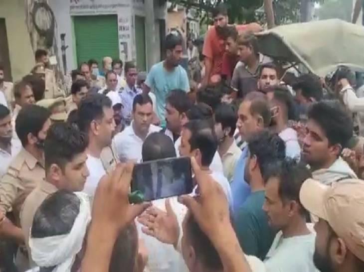 महिला की रात में नींद खुली तो बेड से गायब मिला, CCTV बंद था, परिजनों ने गाजियाबाद-मेरठ हाईवे पर लगाया जाम गाजियाबाद,Ghaziabad - Dainik Bhaskar