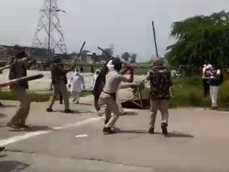 बसताड़ा टोल पर किसानों पर लाठियां भांजती पुलिस। - Dainik Bhaskar
