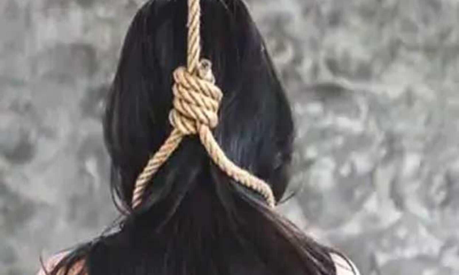 बरेली के सुभाष नगर में युवती ने फांसी लगाकर की खुदकुशी, एक दिन पहले ही पिता ने एक युवक पर दर्ज कराया था छेड़छाड़ का मुकदमा|बरेली,Bareilly - Dainik Bhaskar