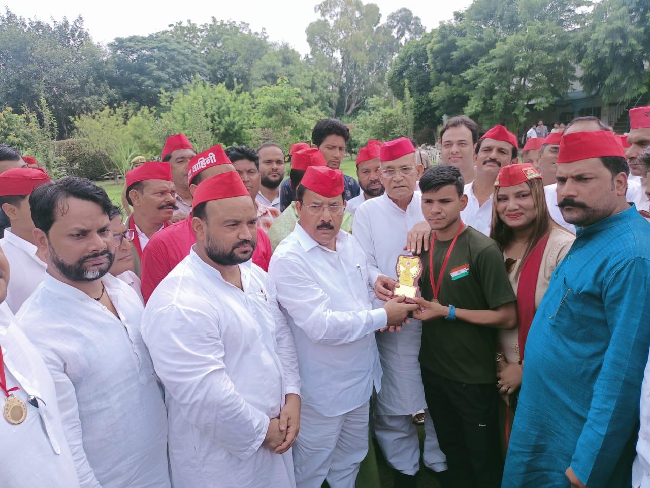 मेरठ में सपा के खिलाड़ी घेरा कार्यक्रम में खिलाड़ी बोले सुविधाओं का अभाव है, भामाशाह पार्क में आयोजन मेरठ,Meerut - Dainik Bhaskar