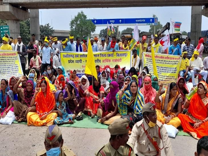 बिलासपुर के प्रदर्शन में बड़ी संख्या में महिलाओं की भागीदारी भी देखी जा रही है।