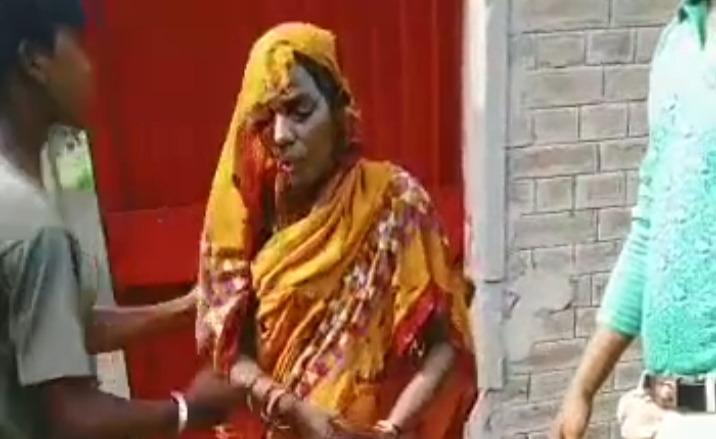 तेजाब फेंकने से झुलसी महिला। - Dainik Bhaskar