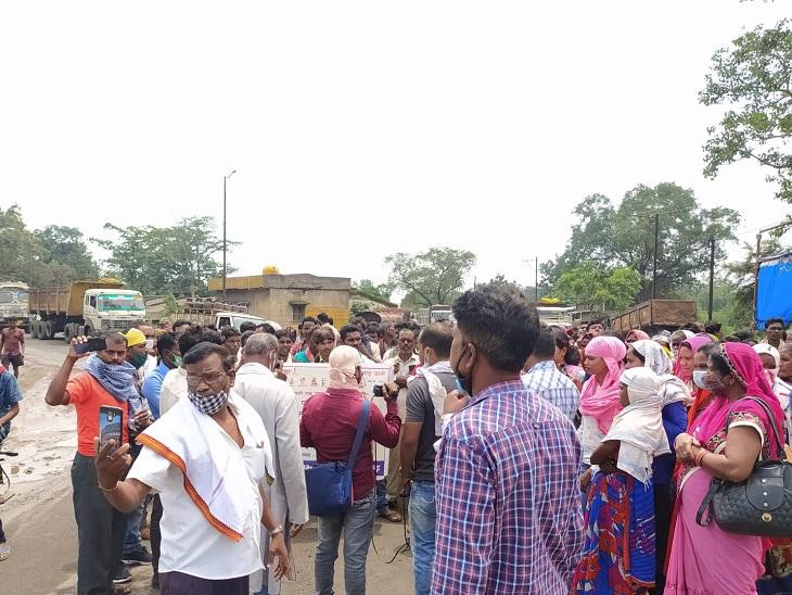 रायगढ़ में प्रदर्शन के दौरान ट्रकों की लाइन लग गई थी।
