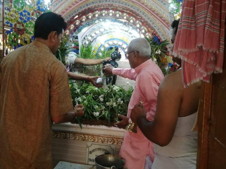 600 साल पुराने मंदिर में 108 तरह की जड़ी बूटियों से किया गया अभिषेक, तैयार किया गया बगीचा|सीकर,Sikar - Dainik Bhaskar