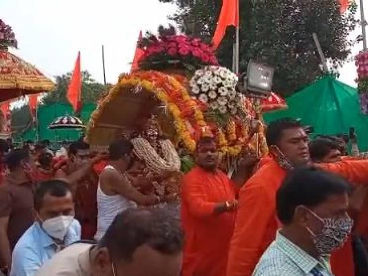 भाद्रपद माह के दूसरे सोमवार भक्तों को दो रूपों में दर्शन दे रहे, वापस महाकाल मंदिर पहुंची सवारी|उज्जैन,Ujjain - Dainik Bhaskar