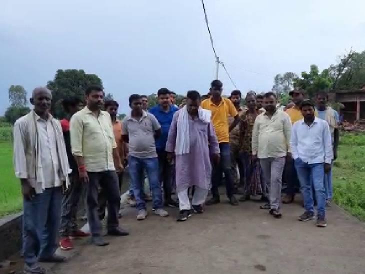 योगी आदित्यनाथ के सीएम बनने के बाद बदली तस्वीर,हिनौती दक्षिणी गांव को मिली बिजली, बनी सड़क|चंदौली,Chandauli - Dainik Bhaskar