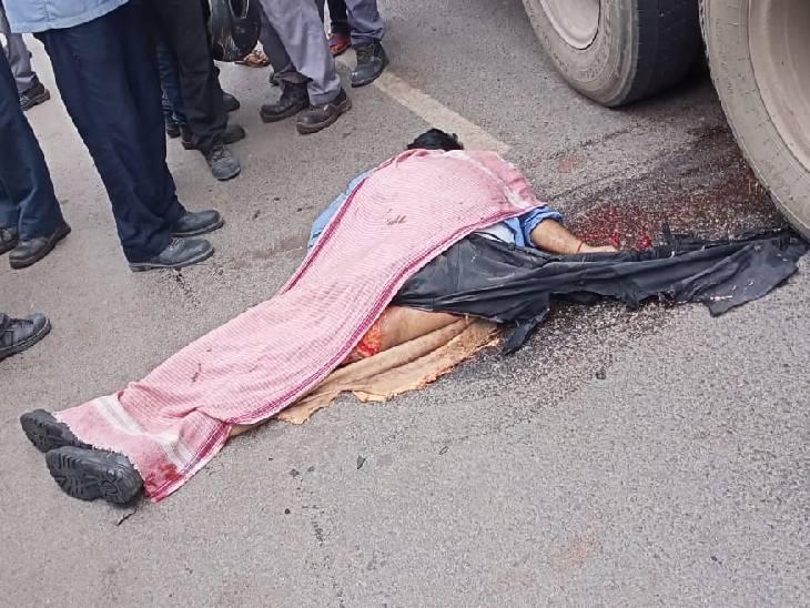 काम करके घर वापस लौट रहा था हिंडाल्को कर्मी, ट्रक से कुचलकर दर्दनाक मौत सोनभद्र,Sonbhadra - Dainik Bhaskar