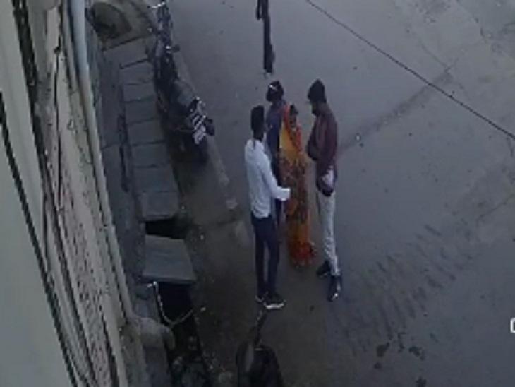 बदमाशों ने कहा- हम हरिद्वार से आए हैं, तुम्हारे दोनों बच्चे मरने वाले हैं; मंत्र फूंकने के नाम पर जेवर लिए और भाग गए रायपुर,Raipur - Dainik Bhaskar