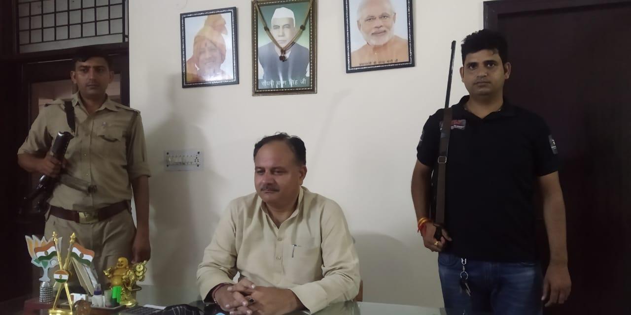 मेरठ में मनिंदरपाल सिंह ने अपने सभी कार्यक्रम निरस्त किए, परिवार में दहशत का माहौल, बढ़ाई गई सुरक्षा मेरठ,Meerut - Dainik Bhaskar