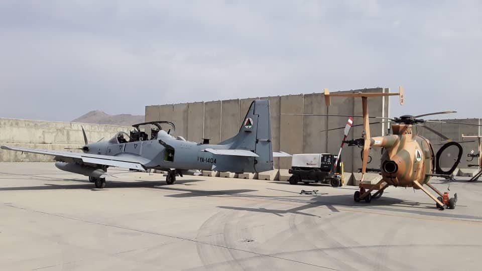 अफगानिस्तान छोड़ने से पहले हथियार और एयरक्राफ्ट्स को नष्ट न करने पर कई देश लगातार अमेरिका की आलोचना कर रहे हैं।